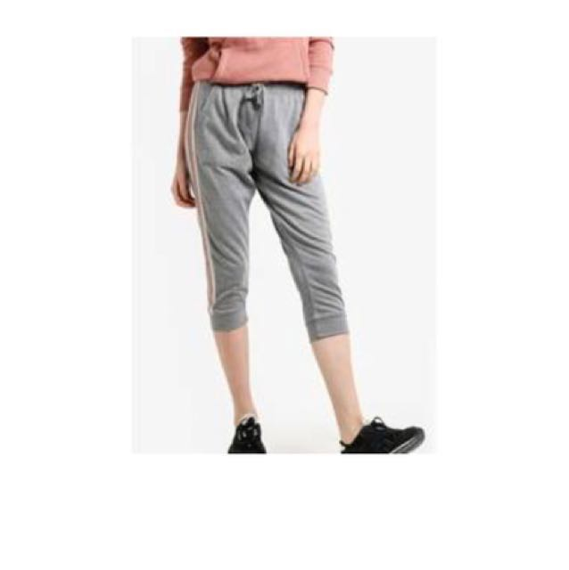 89e541fbf7e3a Cotton On Cropped Gym Track Pant, Women's Fashion, Clothes, Pants ...