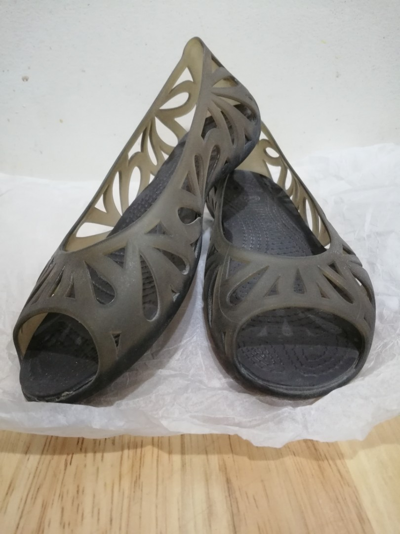 3ff6aef9 Crocs Adrina Ladies Flats, Women's Fashion, Shoes on Carousell