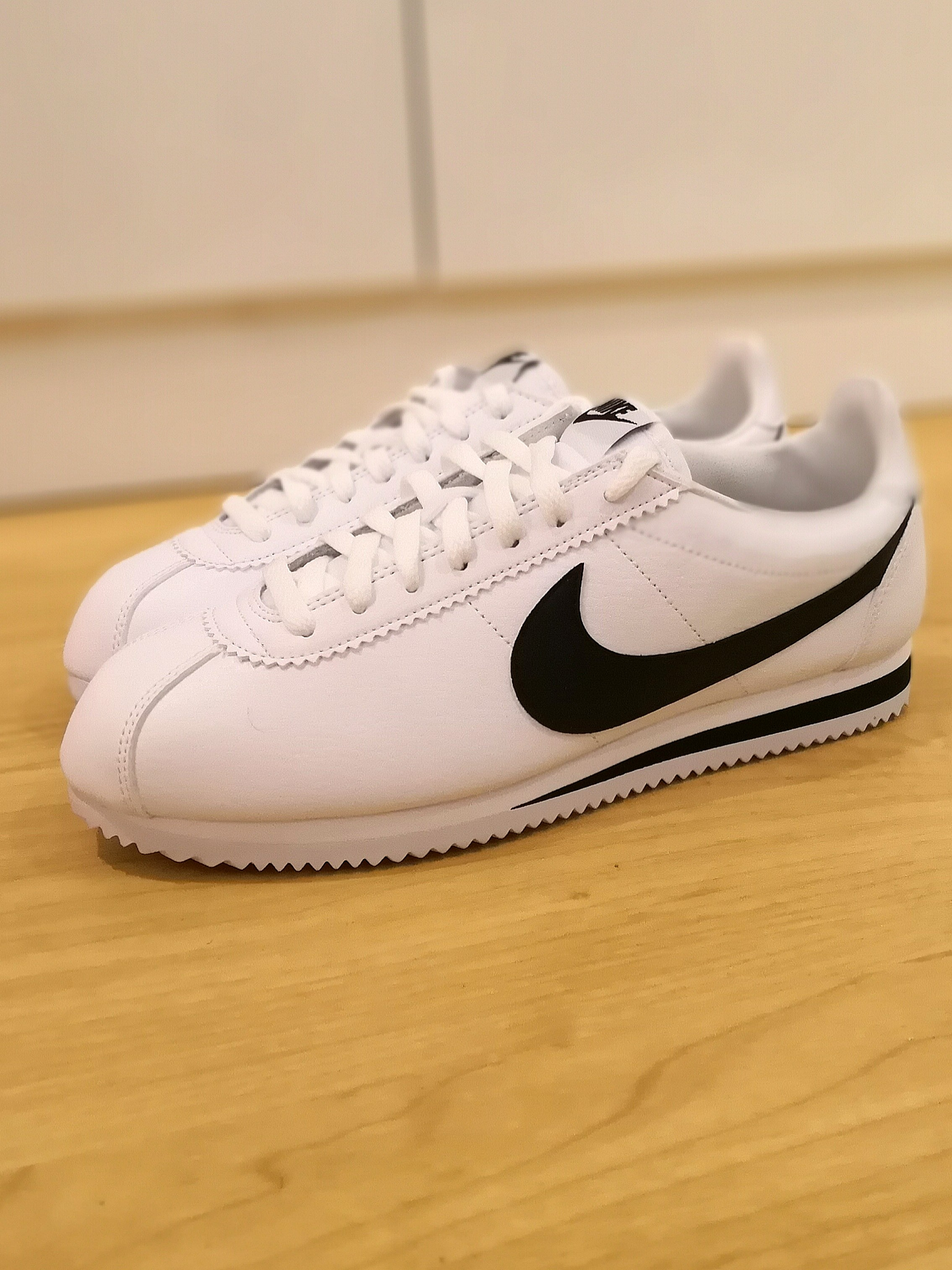 new product 7e6be fb6b7 Nike Cortez Classic Leather ( Size US9.5)
