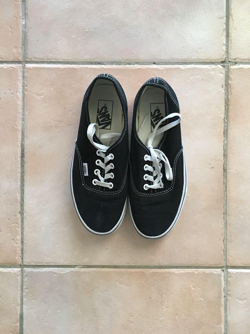 Old Skool Vans/ Authentic/ Black and White