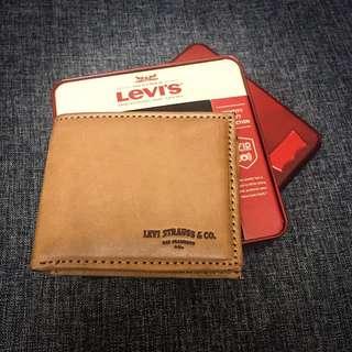 Levi's 復古懷舊皮製銀包 洗水 啡色 電子防盜設計 連金屬包裝盒 生日禮物 首選