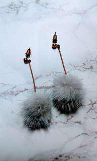 🚚 灰色毛球耳環 耳釘