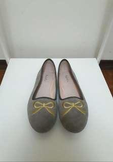 🚚 Ophelie 刺繡平底豆豆鞋(24cm)