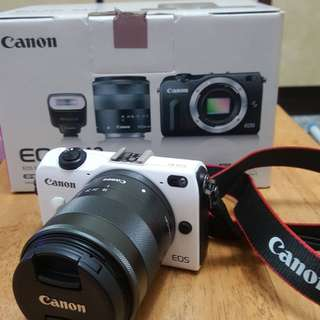 <貴重物面交為主>全新 Canon EOS M2 18-55mm STM+90EX閃光燈+相機包(白色) 類單眼相機