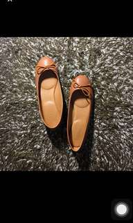 Posh leather flats in camel size 7.5