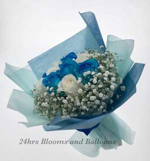 12 Stalk Blue and White Rose Flower Bouquet with Babies Breath