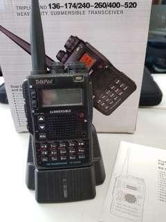 手持式無線電。U.V雙頻。