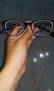 Kacamata minus tinggi