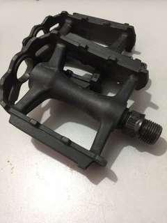 Bicycle pedals with reflectors (left and right)
