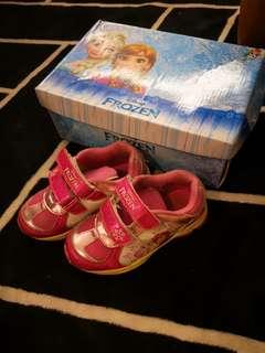 Frozen sport shoe
