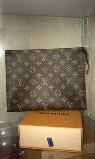 Toiletteries 26 LV authentic