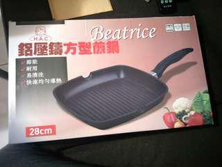 全新 碧翠絲Beatrice 鋁壓鑄方型煎鍋 28cm