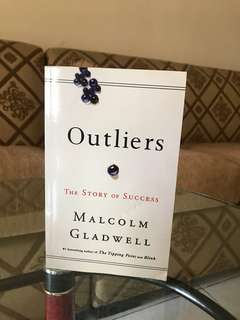 Novel Outliers / English