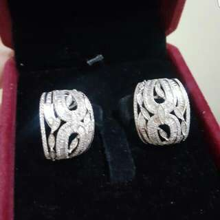 14k hongkong setting diamond earrings