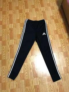 🚚 Adidas長褲 非縮口 穿起來超顯瘦
