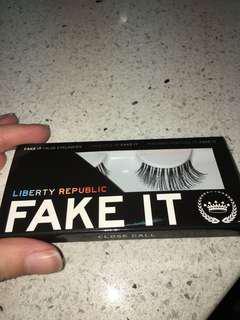 LIBERTY REPUBLIC Fake It Lashes #close call