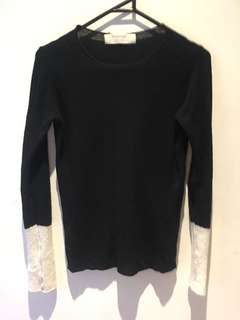 Black knit with white sleeves - Size M