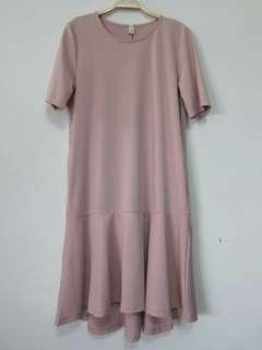 🚚 粉色彈性布前短後長口袋魚尾圓領洋裝