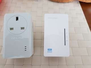 TP-Link Powerline Adapter with AC Pass Through + Wifi Powerline Extender