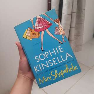Novel Mini shopaholic by Sophie Kinsella