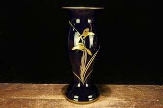 香蘭社藍地金彩蘭花紋花瓶