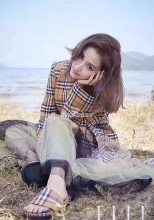 Burberry彩虹🌈系列女神拖鞋