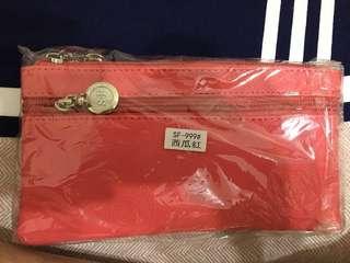 🚚 S&F 韓式潮流 皮革荔枝壓紋 輕時尚 英倫風肩背包 手拿包 單肩包 西瓜紅
