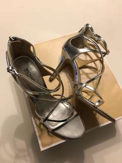 [Authentic] Michael Kors Linette Silver Sandals US 7.5