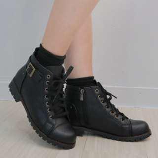 🚚 降[全新韓貨]vitavira輕盈綁帶短靴L號(245-25) dobe yourz shin