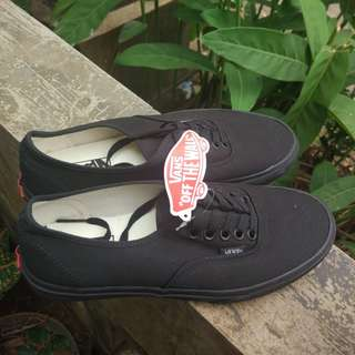 Vans Authentic all black size 8 US