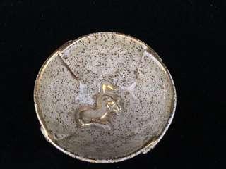 相馬燒輪花口浮雕走駒紋茶杯一客