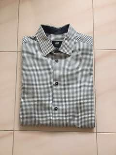 🚚 ($12)H&M White Blue Business Office Shirt Size XS