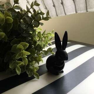 🎁 Rabbit Decor in Black