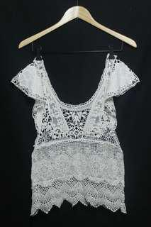 Crochet cream top ▪ perfect for beach cover up ▪ small - med ▪ used once and very very pretty in actual ▪