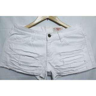 White distressed short  ▪ size: 26-27  ▪ used twice and still in excellent condition 😍