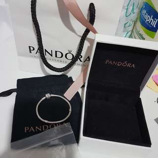 101% Guaranteed Authentic Pandora Collier Bracelet