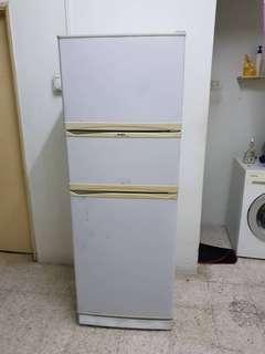 Elba fridge in good condition 3 pintu rm450