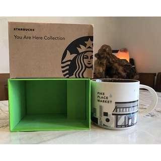 🚚 星巴克Starbucks 美國 西雅圖 派克市場pike place market 全新 城市馬克杯  名稱: 美國西雅圖派克市場 Starbucks城市杯(全新品) 附有原SUK標籤#011023936 容量: #14 fl oz / 414ml 前些日子赴美、加看老朋友,順便在西雅圖星巴克買了數個城市杯送朋友,尚餘一個讓藏,保證盒裝及杯子均是全新品!