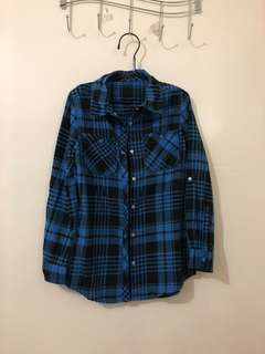 From Canada 🇨🇦 plaid long sleeves for kids. Unisex. Tag removed. Ideal for 7-9yo kids depends. Excellent condition. No flaw.