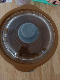 Takahi electric crockery pot (PRICE IS NEGOTIABLE)