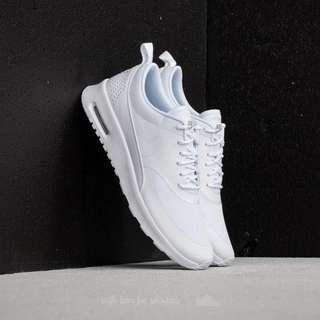 WOMENS NIKE AIR MAX THEA IN WHITE       👟Used more than 5 times 😊
