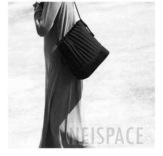 $ 499 || 純色 風琴 皺褶 水桶 斜背 挎包 泰國 Neispace