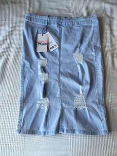 Size 12 denim skirt brand new with tags never worn