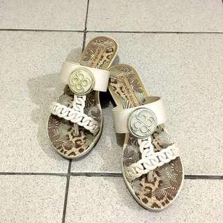 Preloved Grendha Slippers