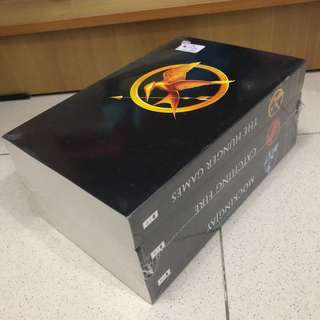 NEW segel Hunger games novel series by Suzanne collins (english)