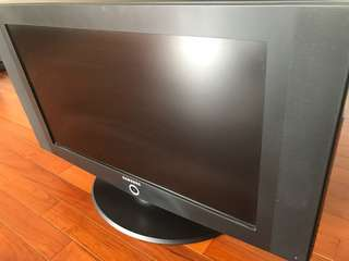 "Sell Samsung 32"" LCD TV (funds for charity, 所得款項會作慈善用途)"