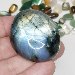 Rare blue / grey labaradorite palm stone with flash on both sides 蓝灰 拉长石 水晶    #1229