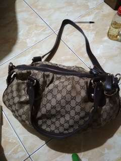 Gucci bag with code