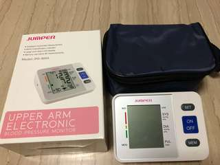 Upper arm electronic blood pressure monitor
