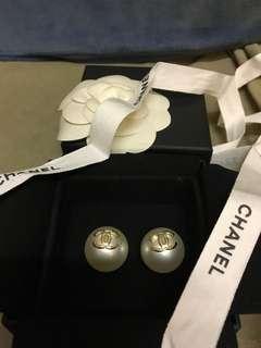 Chanel white pearl pierce 1.5CM